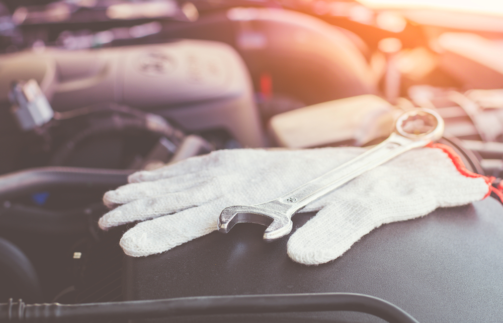 car maintenance gloves